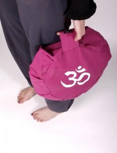 En kudde att sitta på vid yoga för att få en bättre sittställning och en rakare rygg. Går att få i olika färger och höjder. Meditationskudden är fylld med ekologiska boveteskal.
